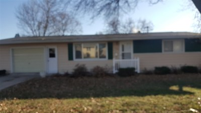 Single Family Home For Sale: 104 Lilac Avenue
