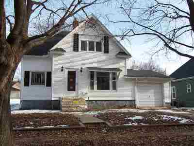 Single Family Home For Sale: 221 SE 3rd Avenue