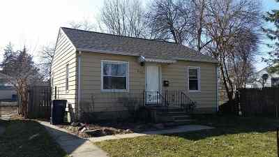 Waterloo Single Family Home For Sale: 810 Englewood Avenue