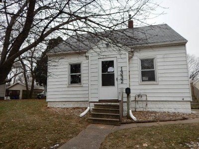 Waterloo Single Family Home For Sale: 1332 Knoll Avenue