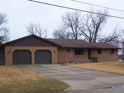 Manchester IA Single Family Home For Sale: $317,500