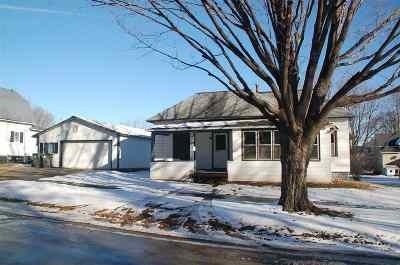 Oelwein IA Single Family Home For Sale: $20,000