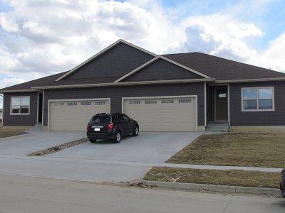 Cedar Falls Condo/Townhouse For Sale: 2004 Richard