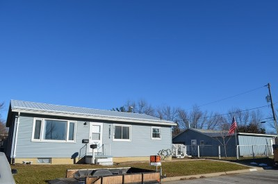 Oelwein IA Single Family Home For Sale: $95,000