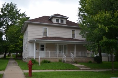 Oelwein IA Multi Family Home For Sale: $70,000