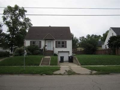 Cedar Falls IA Single Family Home For Sale: $159,900