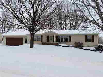 Oelwein IA Single Family Home For Sale: $159,000