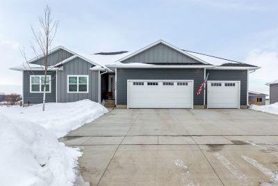 Cedar Falls Single Family Home For Sale: 2335 Blythe Boulevard