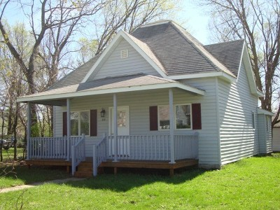 Oelwein IA Single Family Home For Sale: $69,900