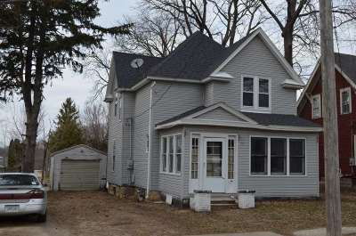 Oelwein IA Single Family Home For Sale: $24,900