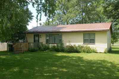 Oelwein IA Single Family Home For Sale: $67,000