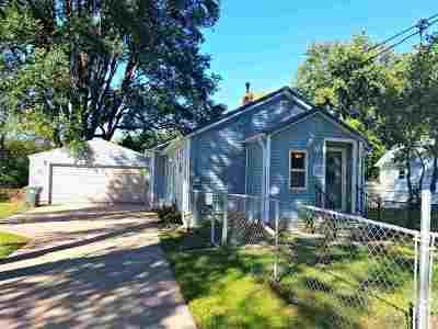 Waterloo Single Family Home For Sale: 1017 Longfellow Avenue