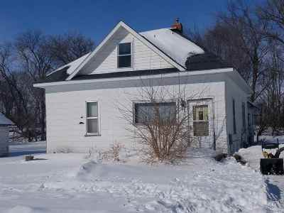 Oelwein IA Single Family Home For Sale: $34,000