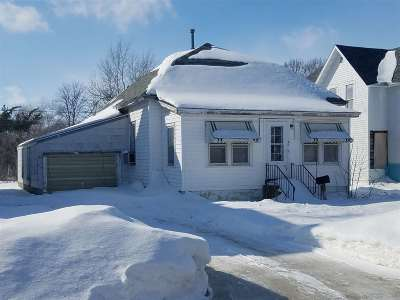 Oelwein IA Single Family Home For Sale: $28,500