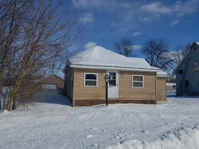 Oelwein IA Single Family Home For Sale: $43,900