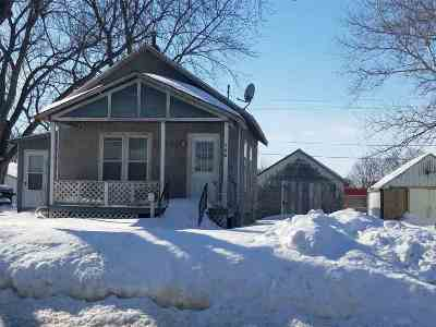 Oelwein IA Single Family Home For Sale: $17,500