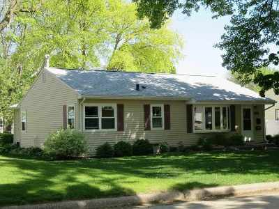 Waterloo Single Family Home For Sale: 425 Ardmore Street