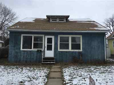 Waterloo Single Family Home For Sale: 538 Riehl Street
