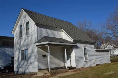 Oelwein IA Single Family Home For Sale: $33,000