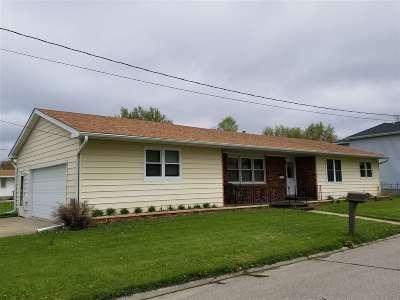 Laporte City Single Family Home For Sale: 800 Fillmore Street