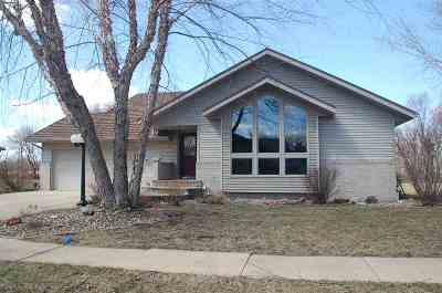 Oelwein IA Single Family Home For Sale: $239,000