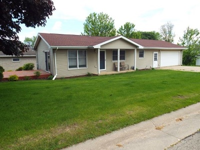 Colesburg Single Family Home For Sale: 512 2nd Street