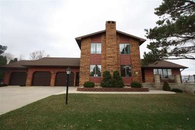 Oelwein IA Single Family Home For Sale: $298,800