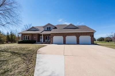Cedar Falls Single Family Home For Sale: 511 Chateau Court
