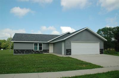 Oelwein IA Single Family Home For Sale: $244,500