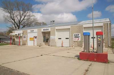 Oelwein IA Commercial For Sale: $99,000