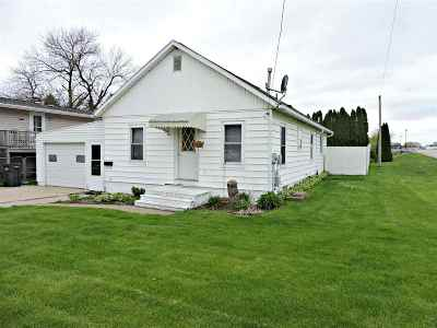 Laporte City Single Family Home For Sale: 201 Commercial Street