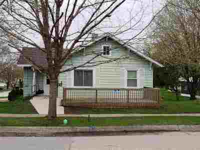 Strawberry Point IA Single Family Home For Sale: $67,000