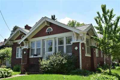Waterloo Single Family Home For Sale: 711 Campbell Avenue