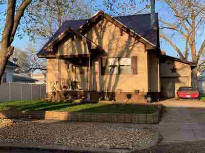 Oelwein IA Single Family Home For Sale: $110,000