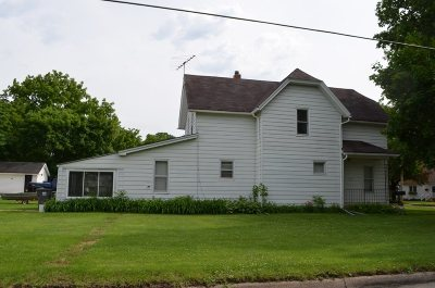 Oelwein IA Single Family Home For Sale: $40,000
