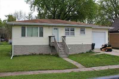 Laporte City Single Family Home For Sale: 405 Tama Street