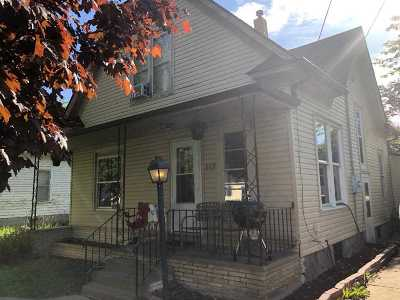 Oelwein Single Family Home For Sale: 117 3rd Ave NE