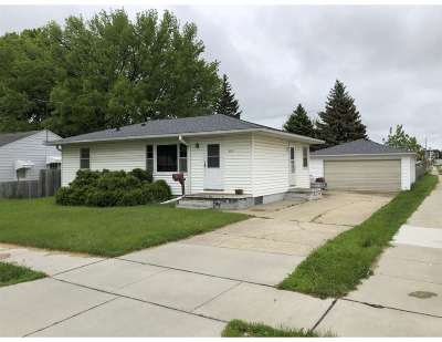 Cedar Falls Single Family Home For Sale: 2616 Valley Park Drive