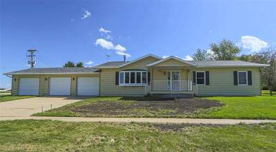 Laporte City Single Family Home For Sale: 100 Anton Drive