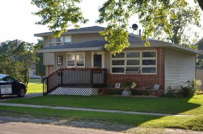 Oelwein IA Single Family Home For Sale: $60,000