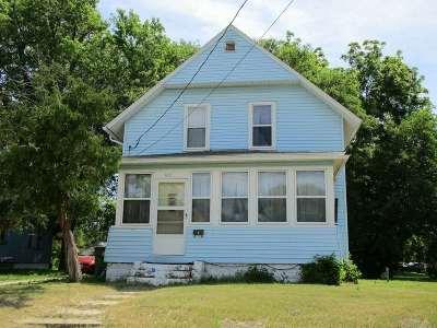 Waterloo Single Family Home For Sale: 612 Ash Street