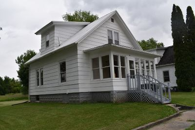 Oelwein Single Family Home For Sale: 319 4th St NW