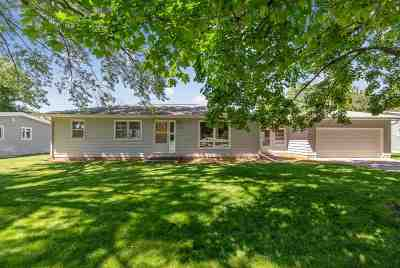 Cedar Falls Single Family Home For Sale: 1924 Valley High Drive