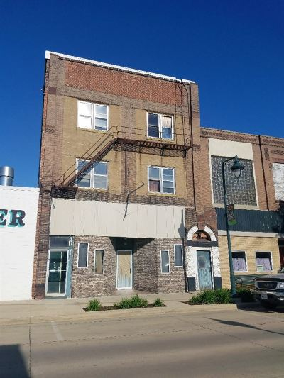 Oelwein IA Commercial For Sale: $175,000
