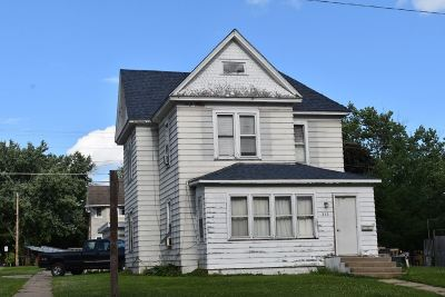 Oelwein IA Single Family Home For Sale: $45,000