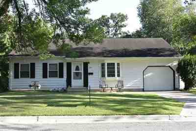 Oelwein Single Family Home For Sale: 104 Mulford Drive