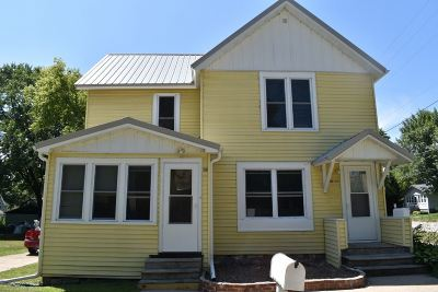 Oelwein IA Multi Family Home For Sale: $55,000