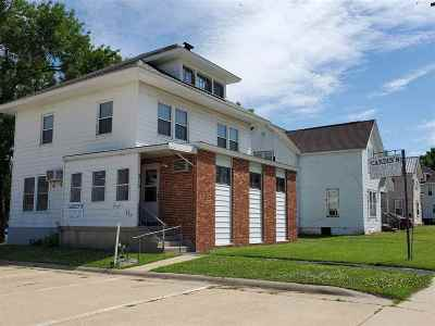 Oelwein IA Commercial For Sale: $84,900