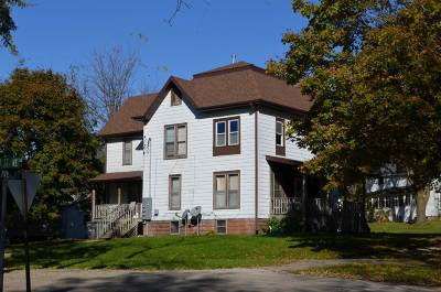 Oelwein IA Multi Family Home For Sale: $78,000