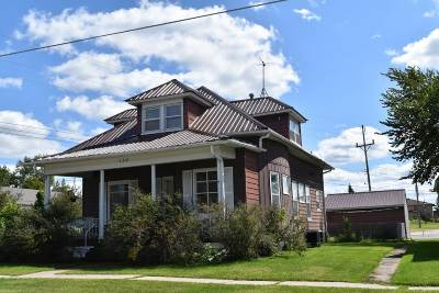Oelwein IA Multi Family Home For Sale: $115,000